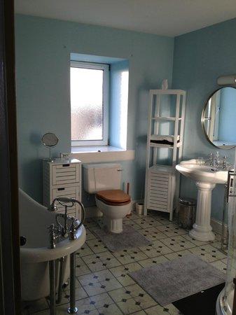 Askernish: spacious bathroom!