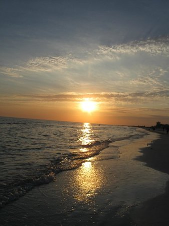 Sarasota Surf and Racquet Club: Sunset from beach of SSRC