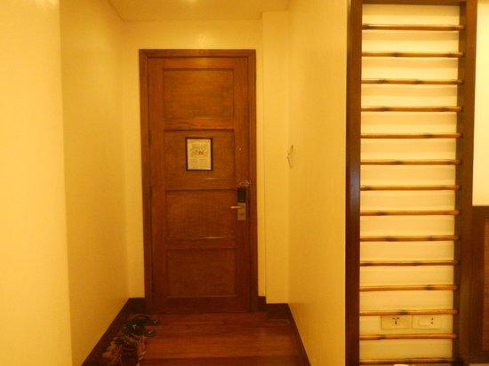 Manila Lotus Hotel (Formerly Lotus Garden Hotel): Door