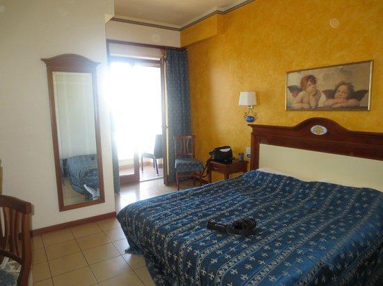 Hotel Riva del Sole : Our sea view room
