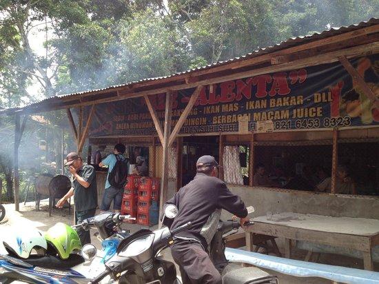 North Sumatra, إندونيسيا: Roas pork restaurant, somewhere between Simanindo to hot spring