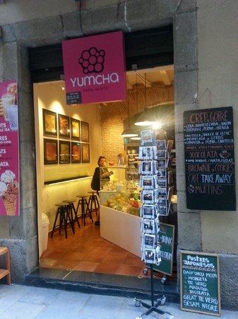 Yumcha Bubbles: Outside Yumcha, Barcelona