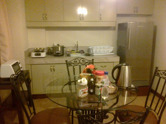 1775 Adriatico Suites: Kitchenette in the 2-bedroom suite