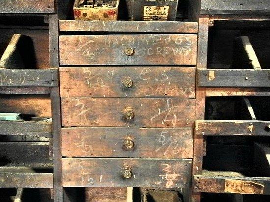 Hayes Engineering Works: Workshop chest