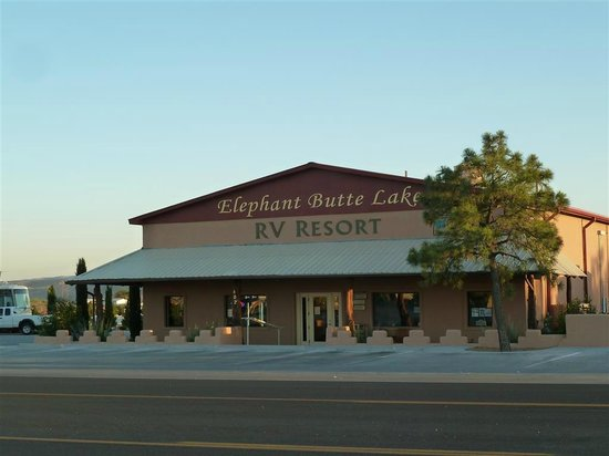 Elephant Butte Inn: Entrance RV Park