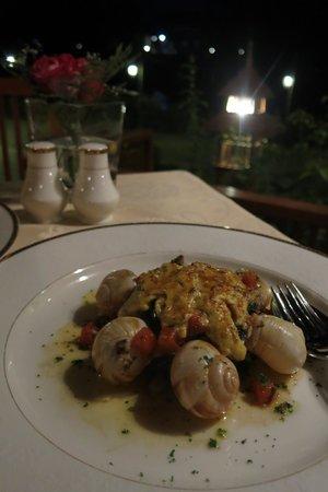 Le Crystal Restaurant: Escargot