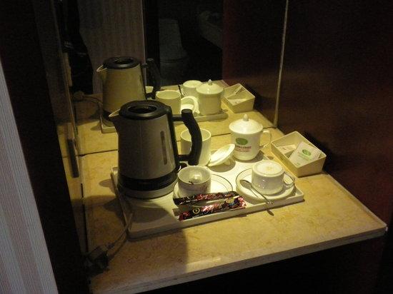 Vienna Hotel Nanning Chaoyang Road: A DIARIO SET DE TE O CAFE  Y BOTELLAS DE AGUA GRATIS