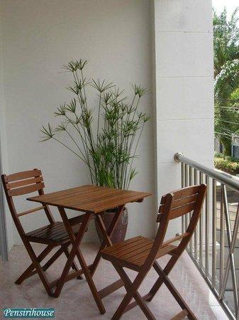 Pen Siri House: Balcony