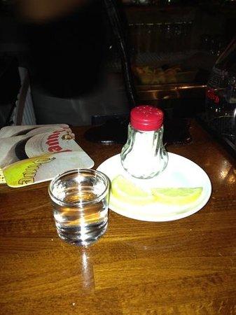 London Bar: Добавить подпись