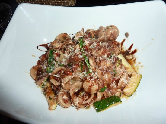 Bravo Restaurant & Lounge: Pasta with oil dressing