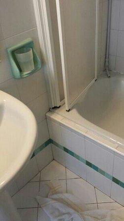 Boncardo Hotel: si allaga il bagno nonostante il paravento
