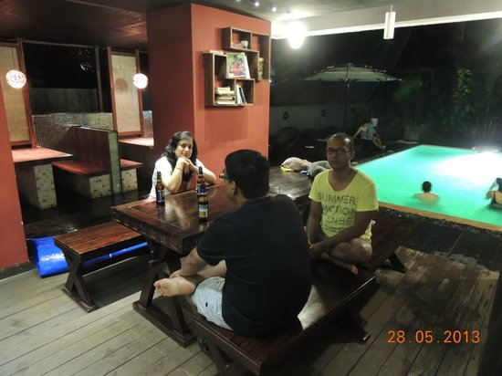 16 Degrees North: Dining by pool