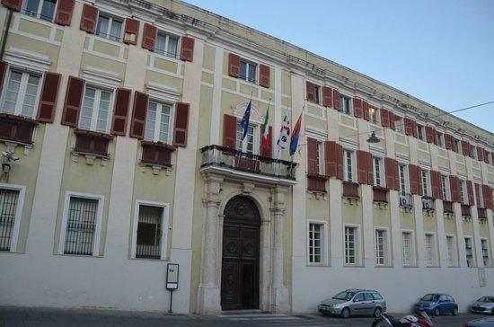 The Royal Palace : Façade sur la place
