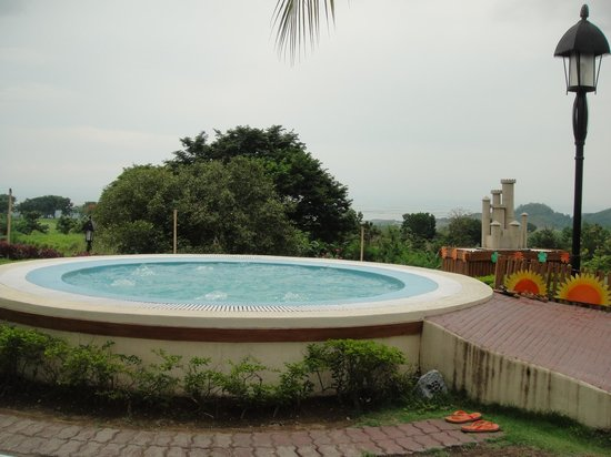 Thunderbird Resorts - Rizal: jacuzzi