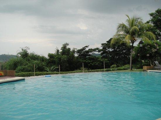 Thunderbird Resorts - Rizal: infinity pool