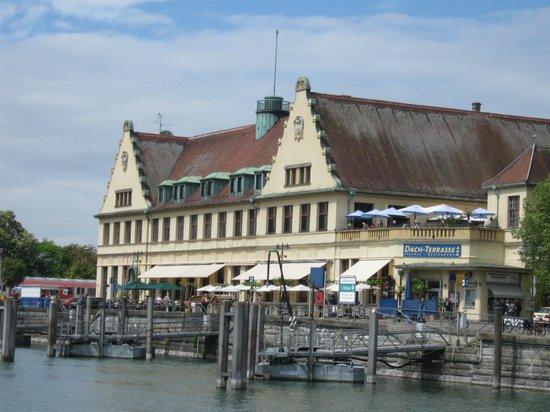Hotel vis à vis: Bahnhof und Hafen