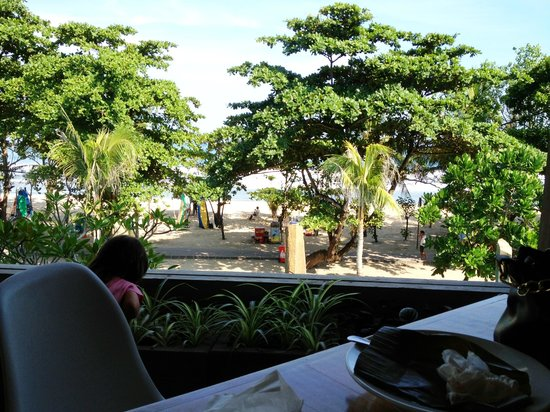 Grand Inna Kuta: Lovely beach view from breakfast table - Breeze Restaurant