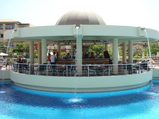 Minoa Palace Resort & Spa: Bar aan het zwembad