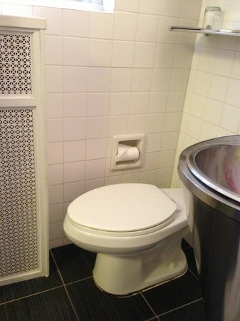Paramount Hotel Times Square New York: toilet obstructed so you can't sit straight
