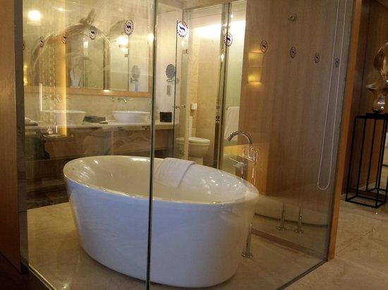 Sheraton Dameisha Resort, Shenzhen: bath