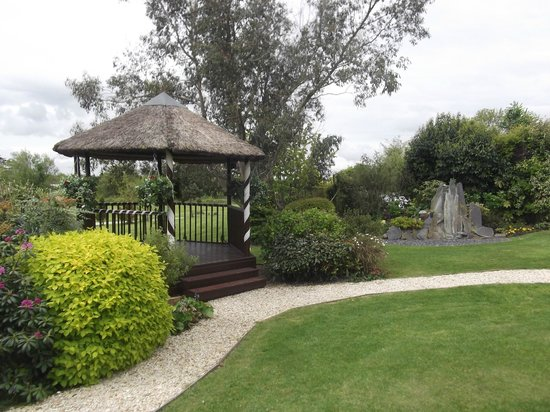 Battleborough Grange Country Hotel & Restaurant: wedding gazebo outdoors