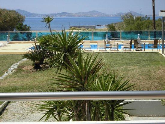 Princess of Naxos: vue de la chambre sur la piscine et la mer