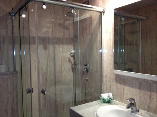Hotel Figueres Parc: Bathroom