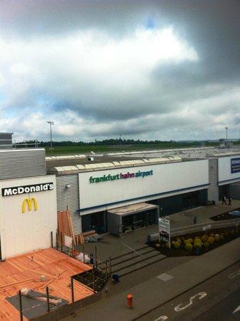 B&B Hotel Frankfurt-Hahn Airport: camera con vista
