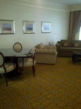 Jood Palace Hotel Dubai: living room