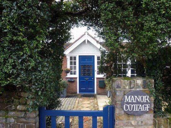 Manor Cottage Bed & Breakfast: Front door