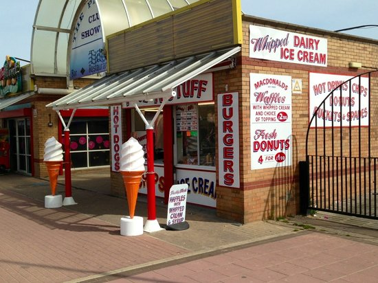 Cleethorpes Rock Company: The pier shop front.