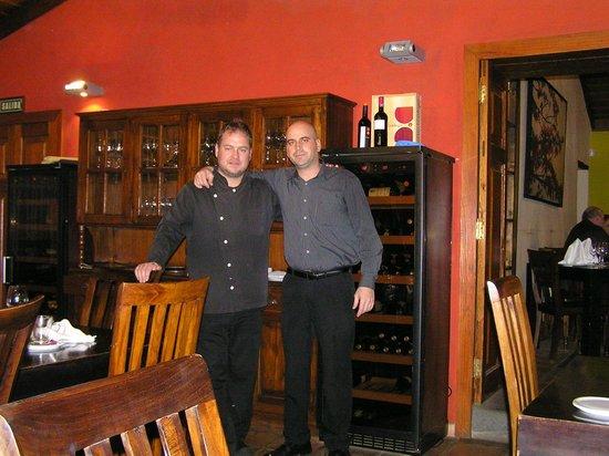 Restaurante El Rincon de Moraga: Chefkoch & Besitzer (links), liebenswerter & freundlicher Keller José (rechts)