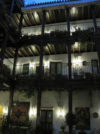 El Rey Moro Hotel Boutique Sevilla: Rooms off courtyard