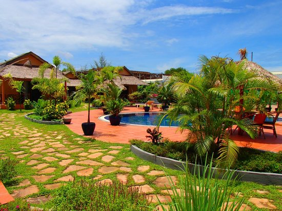 The Secret Garden at Otres Beach: Pool area and some of the bungalows