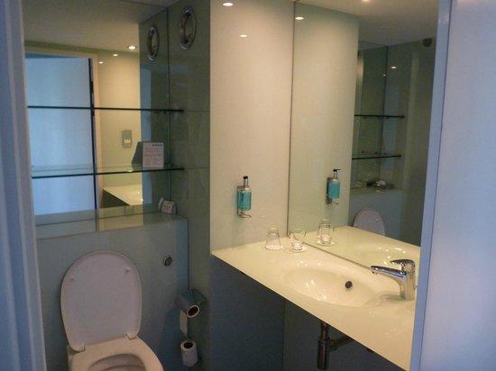 Ibis Styles Barnsley hotel: Bathroom