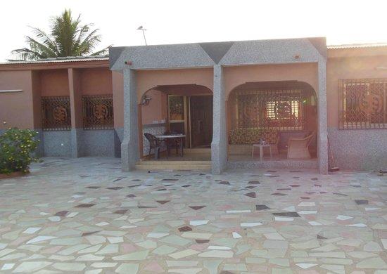 African-Swiss Guest House Accra: Hier sitzt man Abends und lässt sich den angenehmen kühlen Wind um die Nase wehen