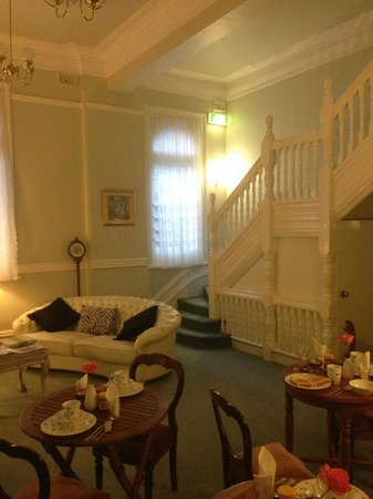 Fremantle Bed and Breakfast: Breakfast room (and lounge for late-night port)