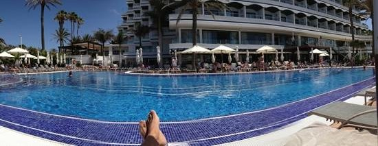 IFA Faro Hotel: Resting by the pool, priceless!!