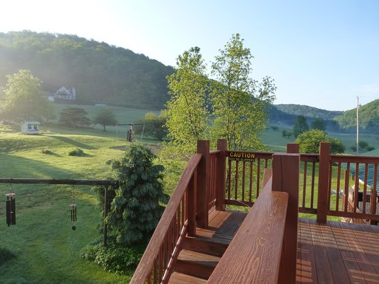 Frosty Hollow Bed and Breakfast: balcony of Loganberry loft