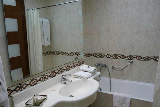 Patras Palace: The bathroom