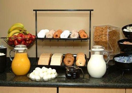 Quality Inn Airport East: Breakfast