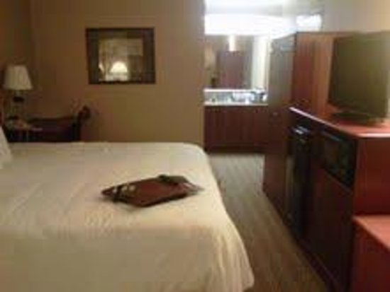 Red Lion Inn and Suites Fayetteville: Room 262 Room view