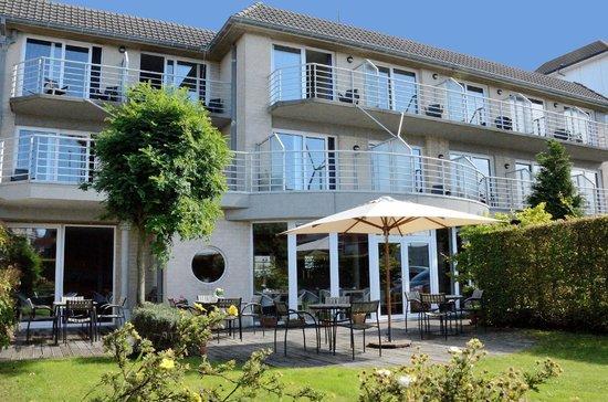 De Haan, Belgique : Zicht tuin, alle kamers hebben terras