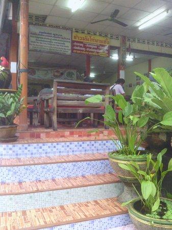 Food & Drinks: Entrance