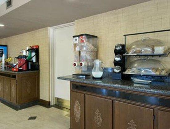 Days Inn Leeds: Breakfast Area