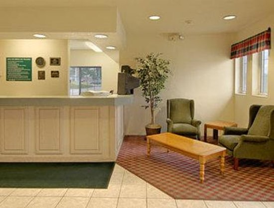 Days Inn by Wyndham des Moines Merle Hay: Lobby