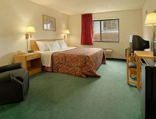Days Inn by Wyndham des Moines Merle Hay: Standard King Bed Room