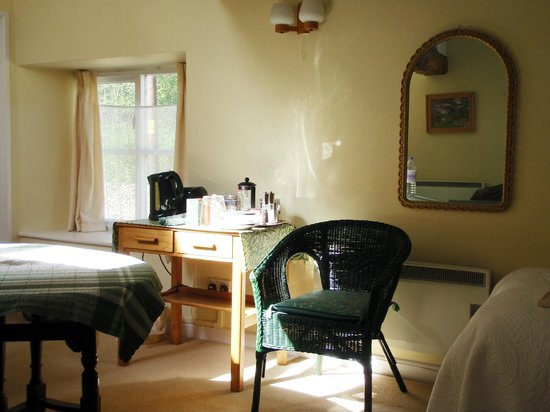 Old Toms B&B : sunny room in the afternoon
