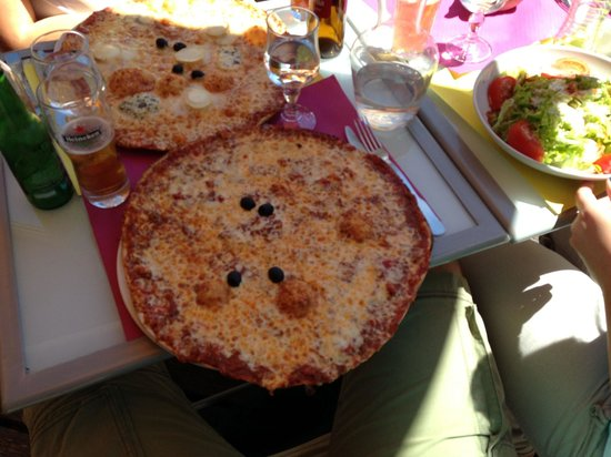 Le Coin Fontaine: Massive Bolognese Pizza (and four cheese pizza top, salad right)