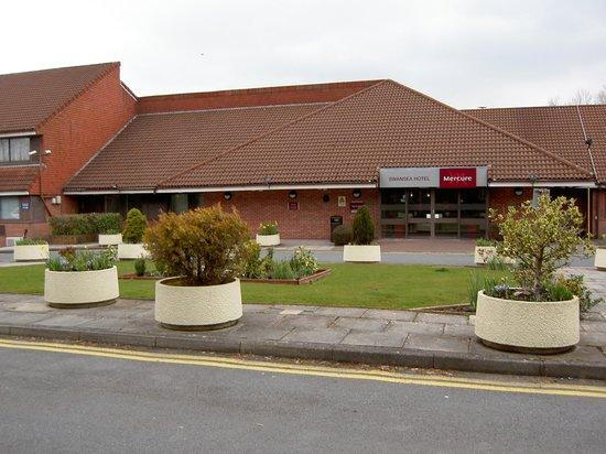 Mercure Swansea: Front of hotel